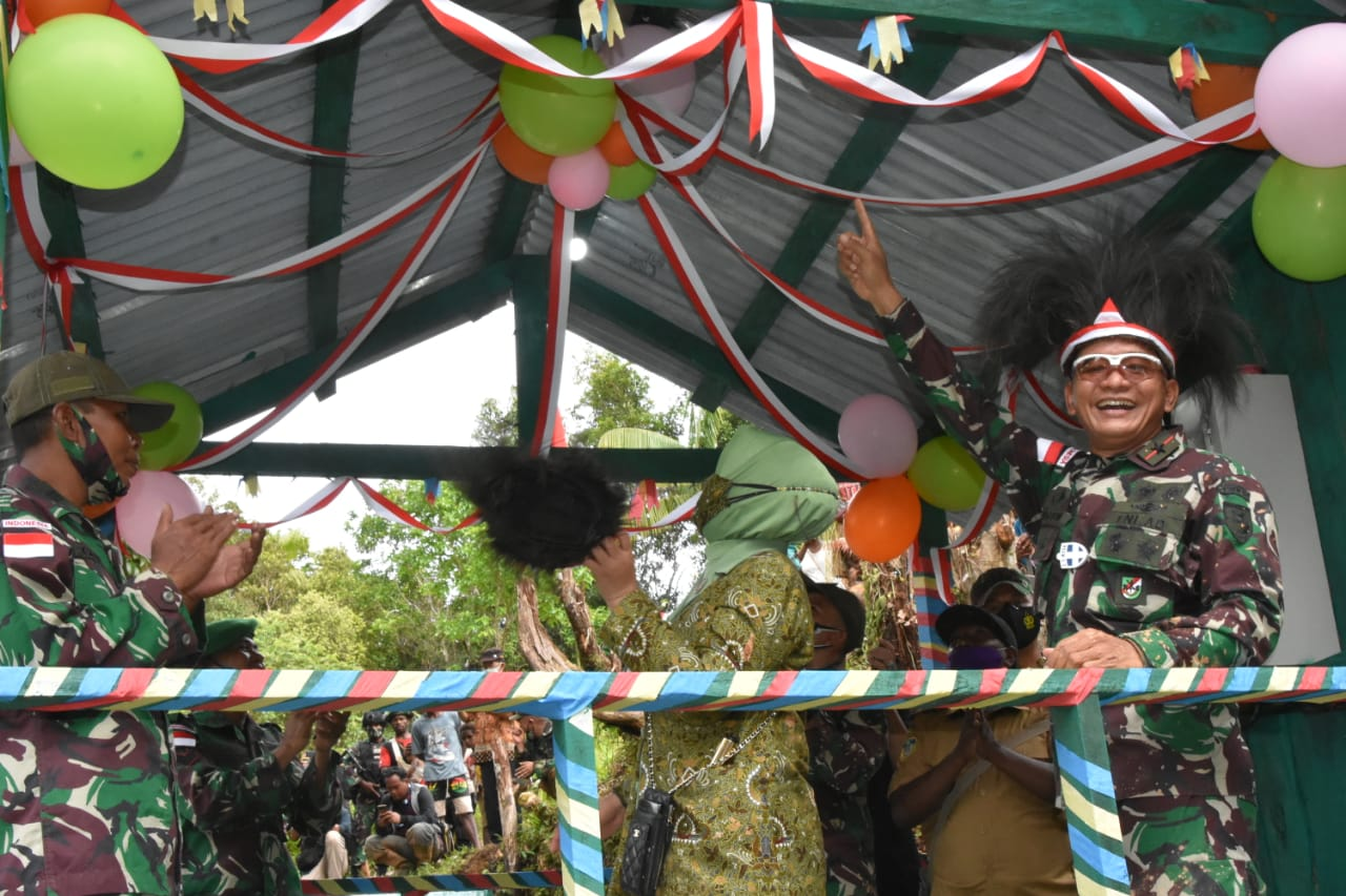 Danrem Merauke Brigjen TNI Bangun Nawoko Resmikan PLTMH Karya Satgas Pamtas RI-PNG Yonif 516/CY