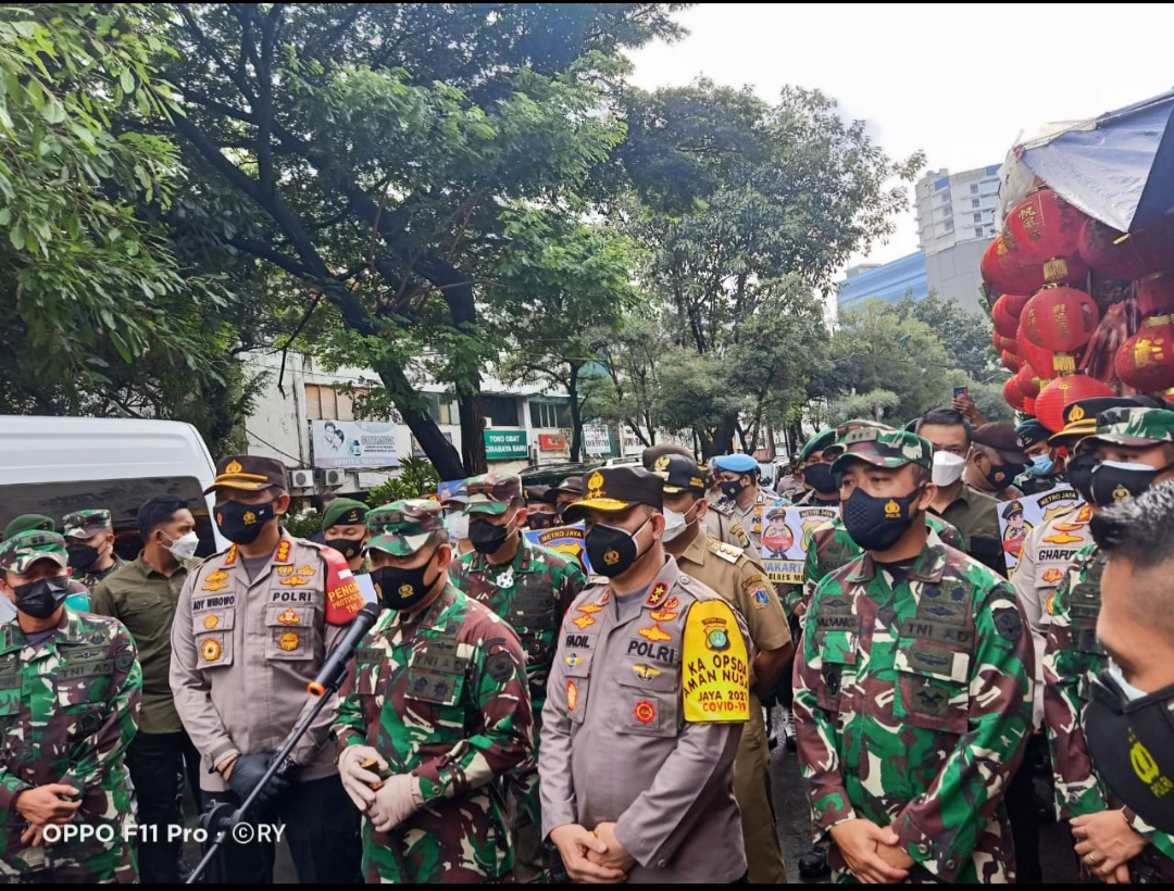 Kapolda Metro dan Pangdam Jaya Kunjungi Pasar di Jakarta Barat